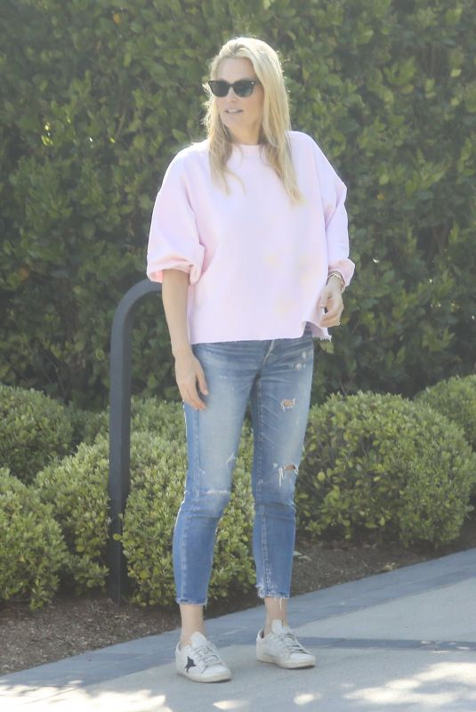 MOLLY SIMS Outside Her Home in Los Angeles 04/17/2020