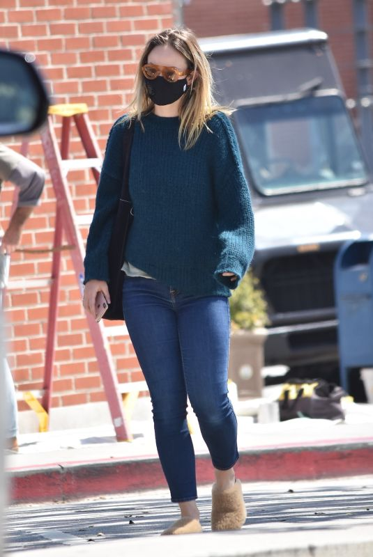 OLIVIA WILDE Wearing a Black Face Mask Out in Los Angeles 04/03/2020