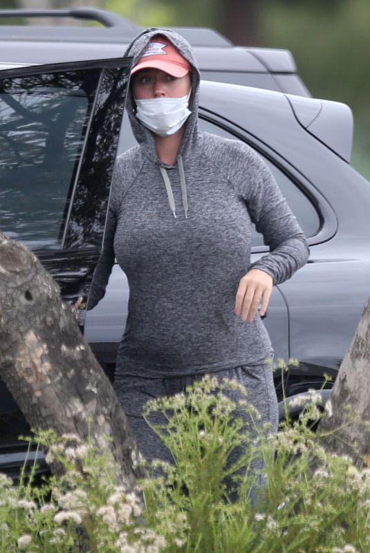 Pregnant KATY PERRY and Orlando Bloom Wearing Mask Shopping at Target in Los Angeles 04/17/2020