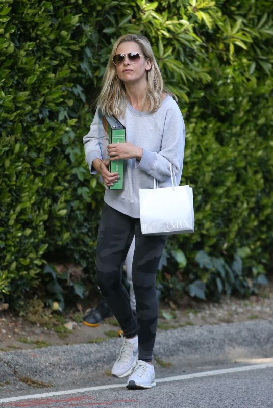 SARAH MICHELLE GELLAR Out and About in Brentwood 04/04/2020