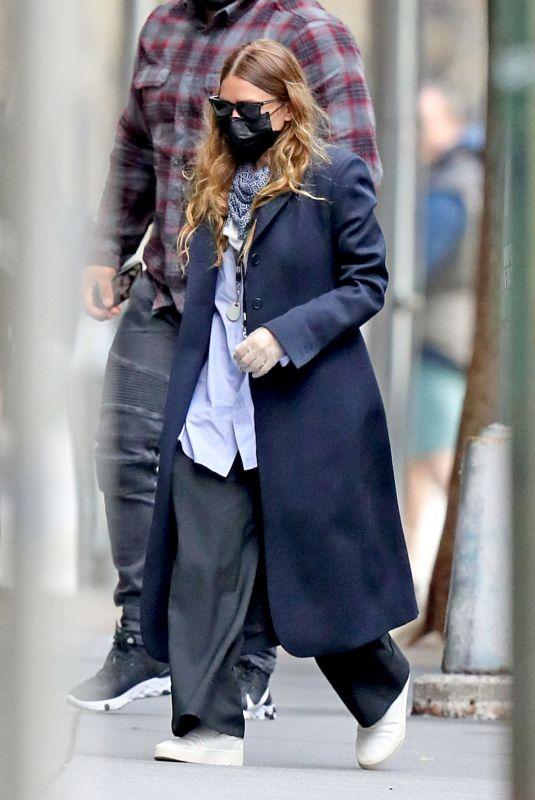 ASHLEY OLSEN Leaves Her Office in New York 05/13/2020