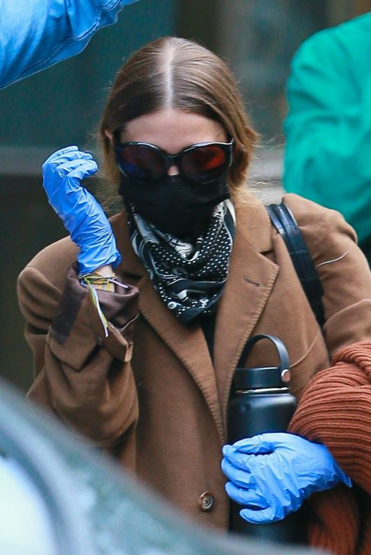 ASHLEY OLSEN Wearing a Mask Out in New York 05/14/2020