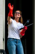 BROOKE SHIELDS Cheering Frontline Workers in New York 05/28/2020