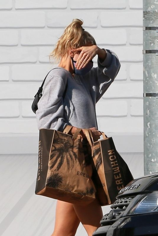 CHARLOTTE MCKINNEY Shopping at Erewhon Market in Hollywood 05/18/2020