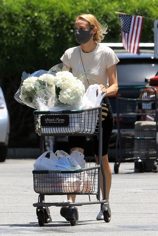 DIANE KRUGER Out Shopping in Los Angeles 05/28/2020
