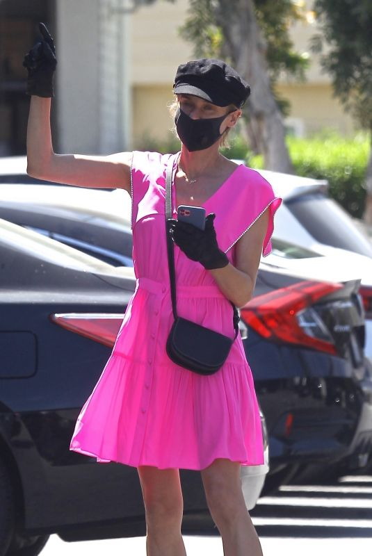 DIANE KRUGER Shopping at Bristol Farms in Beverly Hills 05/06/2020