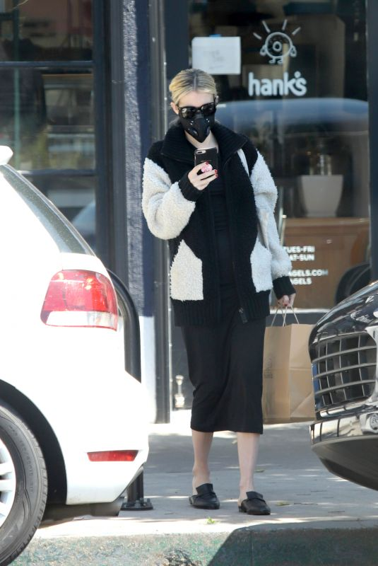 EMMA ROBERTS Picking Up Takeout in Los Angeles 05/20/2020