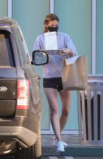 ERIN ANDREWS Picking Up Lunch in Los Angeles 04/15/2020
