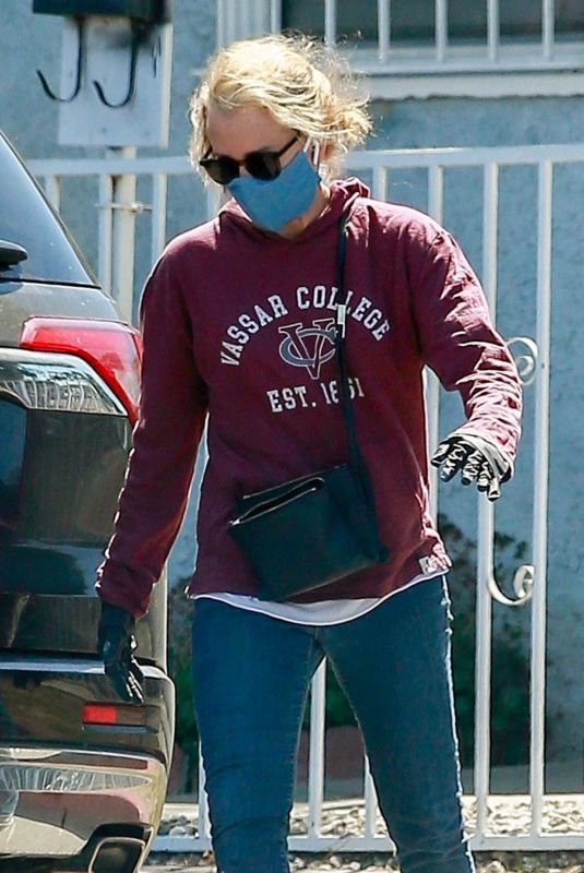 FELICITY HUFFMAN Wearing a Mask Out in Los Angeles 05/14/2020