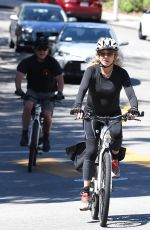 GOLDIE HAWN and Kurt RuOut for Bike Ride in Brentwood 05/21/2020