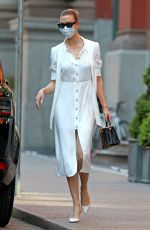 KARLIE KLOSS Wearing Mask Out in New York 05/12/2020