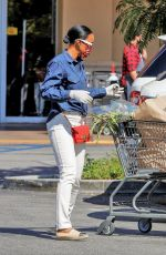 KELLY OWLAND Shopping at Gelson