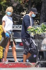 KIMBERLY STEWART Shopping at Bristol Farms in Beverly Hills 05/04/2020