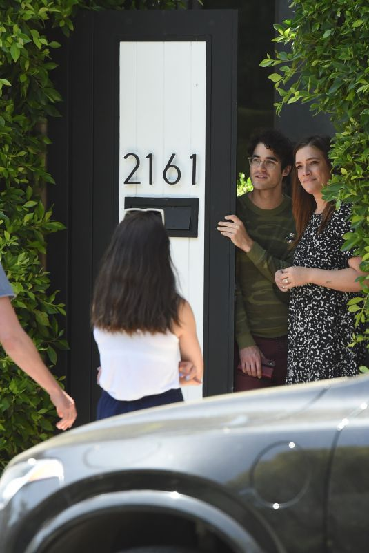 MIA SWIER and Darren Criss Practice Social Distancing with Friends in Los Angeles 05/04/2020