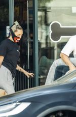 MILEY CYRUS Shopping for Pet Supplies in Los Angeles 05/17/2020