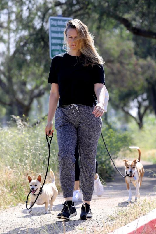 Pregnant ALICIA SILVERSTONE Out Hiking in Los Angeles 05/09/2020