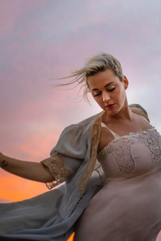 Pregnant KATY PERRY -  Daisies Music Video Promos