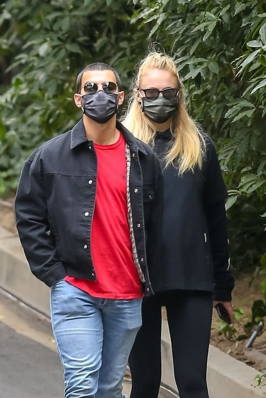Pregnant SOPHIE TURNER and Joe Jonas Out in Los Angeles 05/12/2020