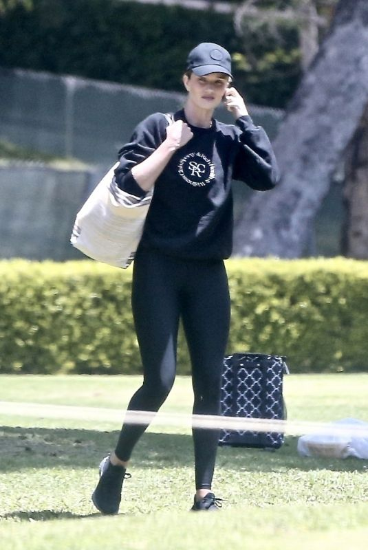ROSIE HUNTINGTON-WHITELEY Out in Los Angeles 05/17/2020