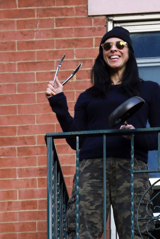 SARAH SILVERMAN Bangs the Pans for Hospital Workers in New York 05/19/2020