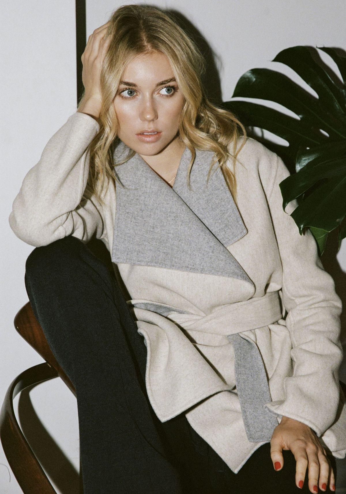 Georgia Grace Martin Fashion Model Photo Gallery - ModelsIntro
