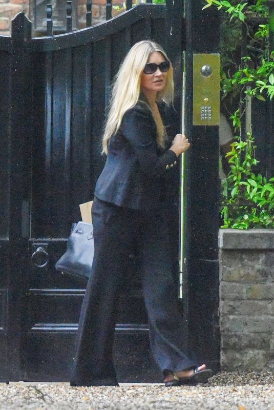 KATE MOSS Leaves Her Home in London 06/17/2020