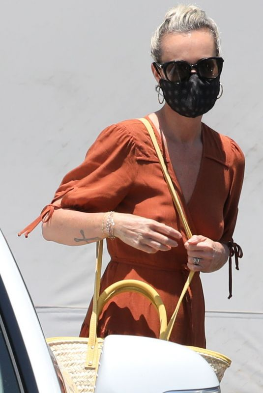 LAETICIA HALLYDAY Out Shopping in Santa Monica 06/06/2020