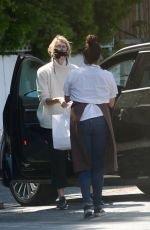LAURA DERN Getting Food Out in Brentwood 05/30/2020