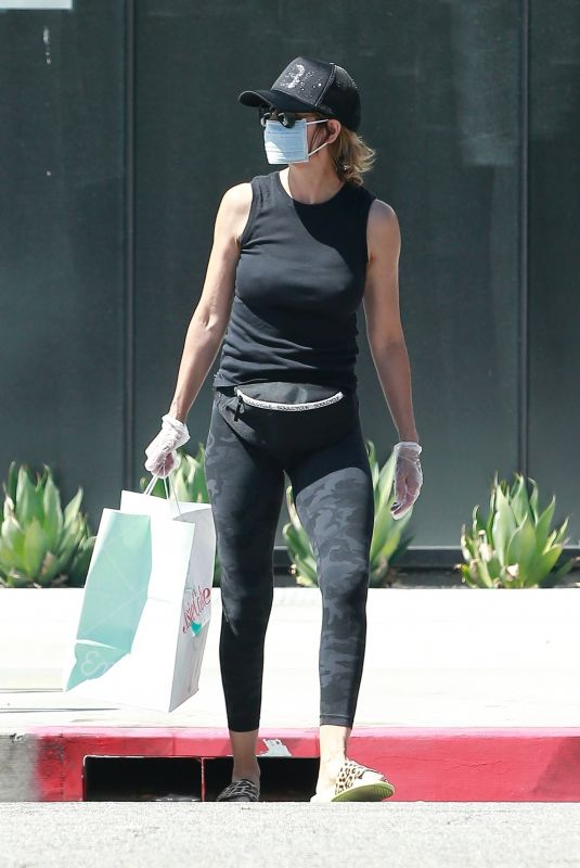 LISA RINNA Wearing a Mask Out in Los Angeles 06/13/2020