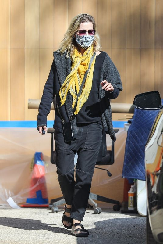 MICHELLE PFEIFFER Wearing a Mask Out in Pacific Palisades 06/17/2020