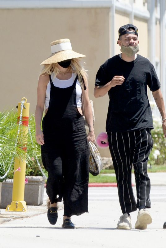 Pregnant ASHLEE SIMPSON and Evan Ross at Don Cuco Mexican Restaurant in Los Angeles 06/15/2020