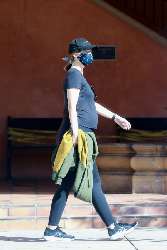 Pregnant KATHERINE SCHWARZENEGGER Out in Santa Monica 06/01/2020