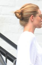 ROSIE HUNTINGTON-WHITELEY Out and About in Beverly Hills 06/16/2020