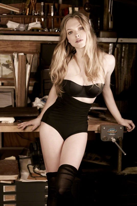 AMANDA SEYFRIED for Esquire Magazine, April 2010
