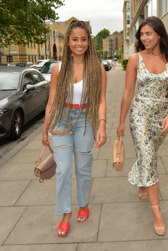 ANNA and MANDI VAKILI, FRANCESCA ALLEN and AMBER GILL Out for Lunch at Smiths Restaurant 07/20/2020