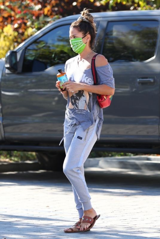 BROOKE BURKE Shopping at Whole Foods in Malibu 07/16/2020