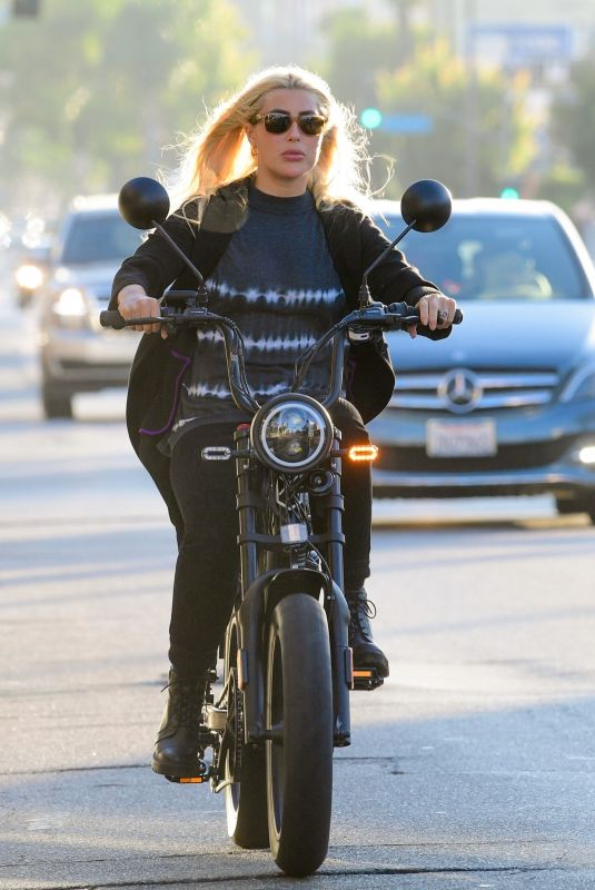 EMMA SLATER Riding a Bike on Ventura Blvd in Los Angeles 07/29/2020
