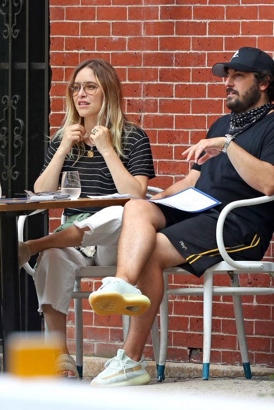 JENNY MOLLEN and Jason Biggs at a Cafe in New York 07/21/2020