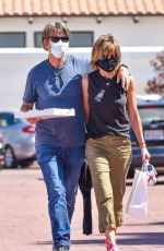 LISA RINNA and Harry Hamlin Out for Pizza to go in Malibu 07/03/2020
