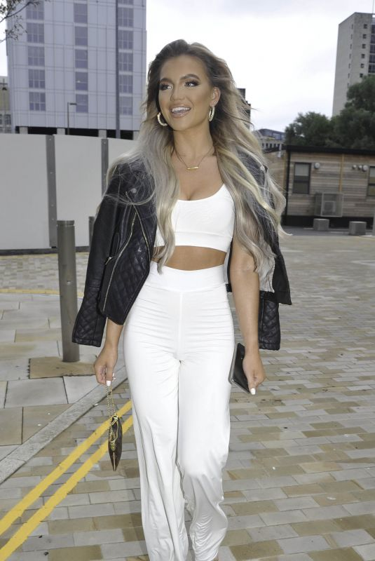 MOLLY SMITH Heading to Menagerie Bar in Manchester 07/05/2020