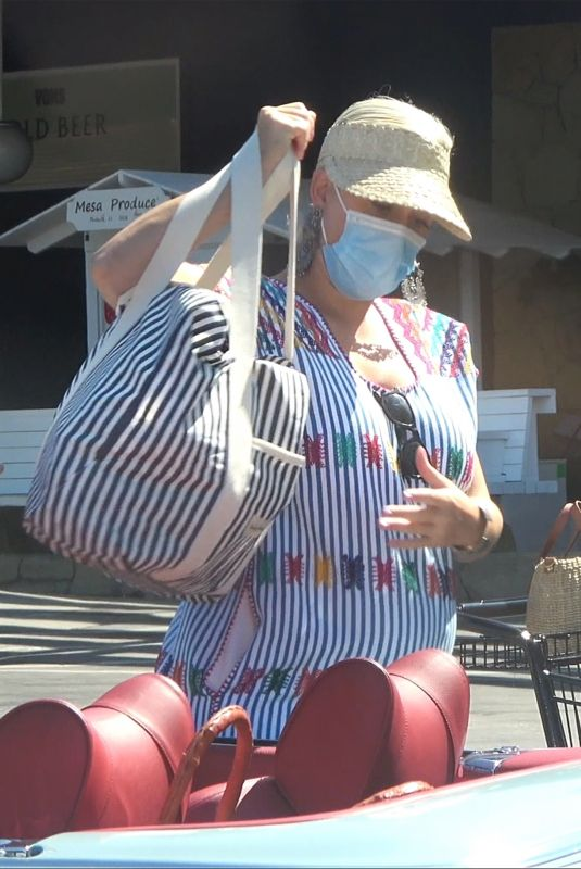 Pregnant KATY PERRY Shopping at Vons in Santa Monica 07/16/2020