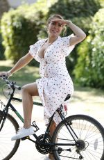 AISLEYNE HORGAN WALLACE Out Riding a Bike in London 08/10/2020