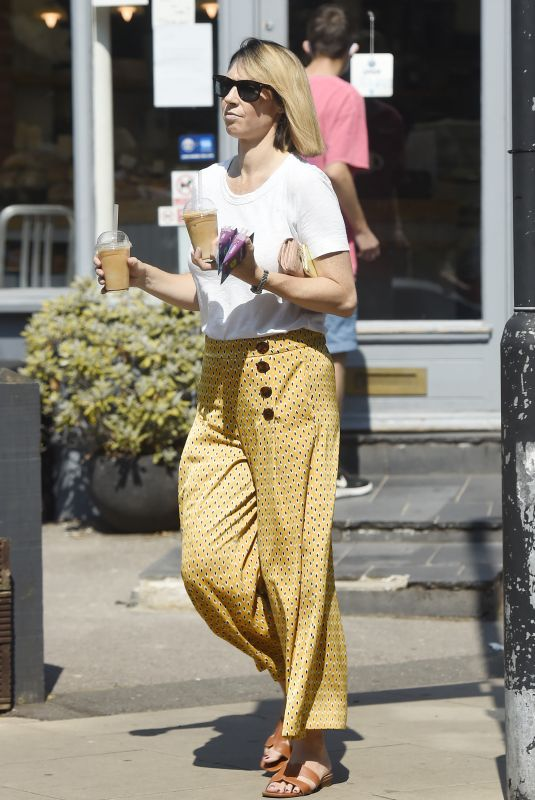 ALEX JONES Out for Iced Coffees in London 08/11/2020