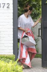 ANA DE ARMAS Geting Food Delivered at Her House in Brentwood 08/15/2020