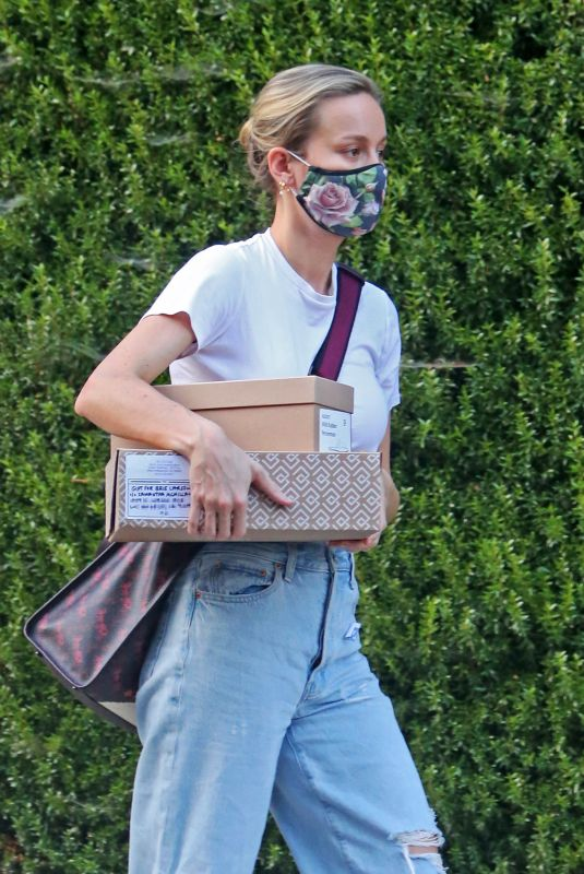 BRIE LARSON Out Picking Up Packages in Los Angeles 08/14/2020