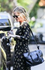 CAREY MULLIGAN Out and About in Pacific Palisades 08/14/2020