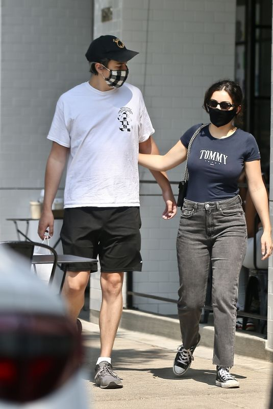 CHARLI XCX and Huck Kwong at Joan's on Third in Studi City 08/21/2020