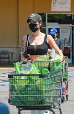 HALSEY Out Shoppingin Los Angeles 0/06/2020