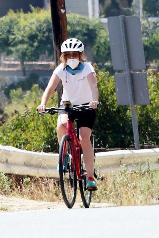 ISLA FISHER Out for a Bike Ride in Los Angeles 08/04/2020