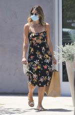 JILLIAN MICHAELS Picking Up Lunch at Howdy